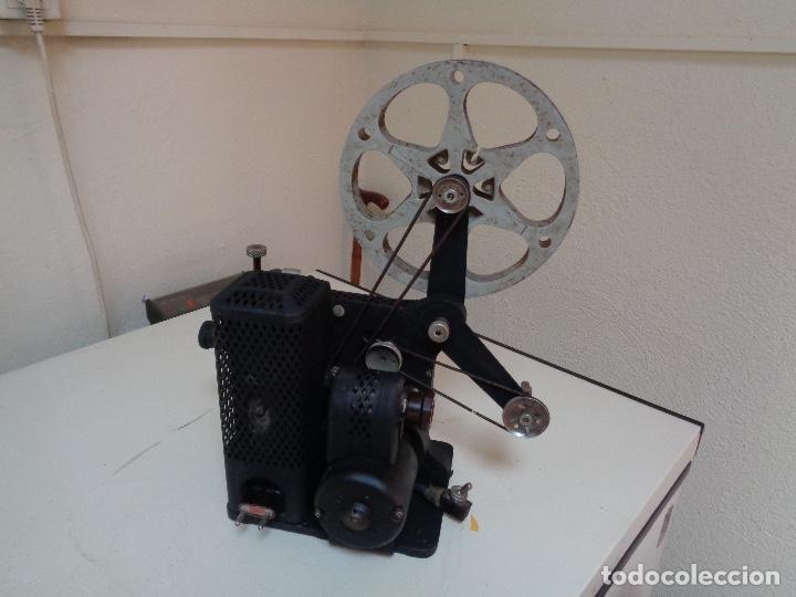 Antigüedades: Proyector películas 16 mm. Kodak modelo D - Foto 4 - 128601663