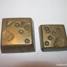 Antigüedades: DOS ANTIGUOS PONDERALES DE BRONCE...F.R.. Lote 128625015
