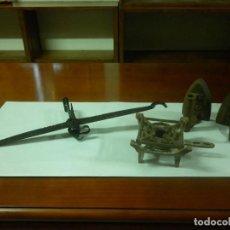 Antigüedades: PESA ROMANA DE HIERRO - 2 PLANCHAS - INFIERNILLO (VER DESCRIPCIÓN CON FOTOS). Lote 128628555