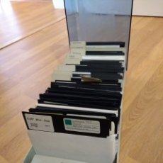 Antigüedades: CAJA CON MÁS DE 100 DISCOS PC DE 5,25. Lote 128706204