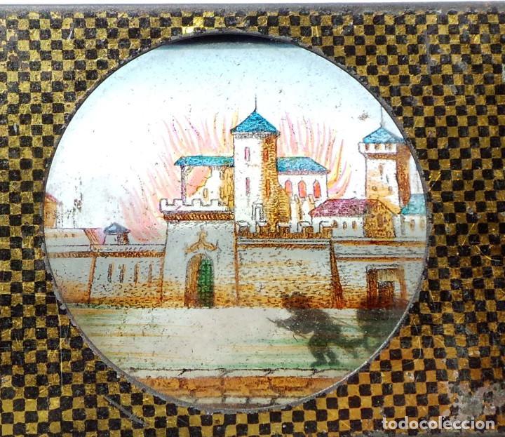 Antigüedades: CRISTAL PARA LINTERNA MÁGICA. FIGURAS MOVILES .- BOMBEROS CORRIENDO AL CASTILLO - Foto 3 - 128709099