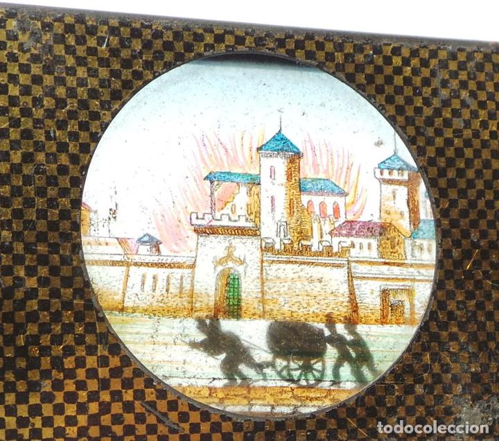 Antigüedades: CRISTAL PARA LINTERNA MÁGICA. FIGURAS MOVILES .- BOMBEROS CORRIENDO AL CASTILLO - Foto 4 - 128709099