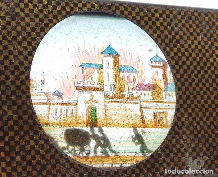 Antigüedades: CRISTAL PARA LINTERNA MÁGICA. FIGURAS MOVILES .- BOMBEROS CORRIENDO AL CASTILLO - Foto 5 - 128709099