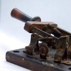 Antigüedades: ANTIGUO INTERRUPTOR FUSIBLE TRIFÁSICO DE PALANCA BASE MÁRMOL 20 AMP. Lote 128967547