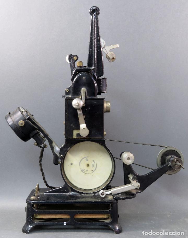 PROYECTOR PATHÉ BABY 9,5 MM CON UNA PELÍCULA HACIA 1920 (Antigüedades - Técnicas - Aparatos de Cine Antiguo - Proyectores Antiguos)