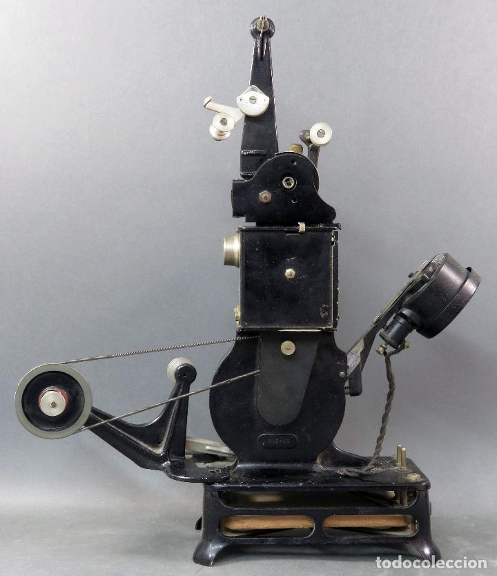 Antigüedades: Proyector Pathé Baby 9,5 mm con una película hacia 1920 - Foto 2 - 128980255
