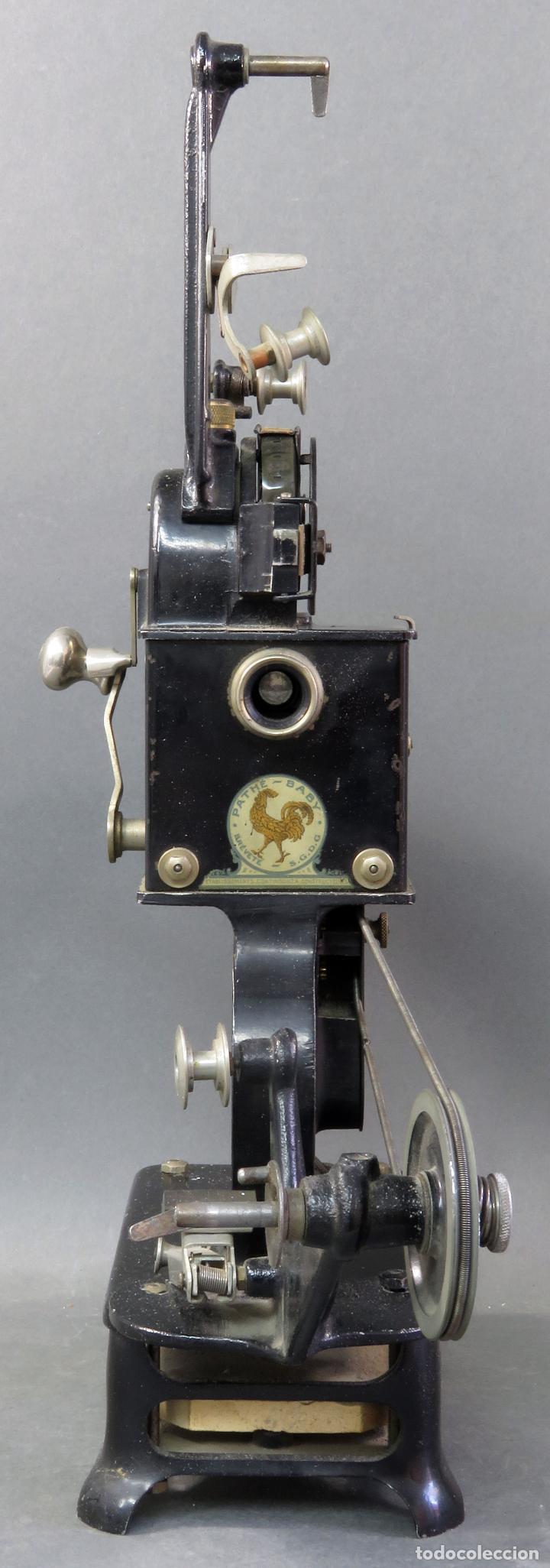 Antigüedades: Proyector Pathé Baby 9,5 mm con una película hacia 1920 - Foto 4 - 128980255