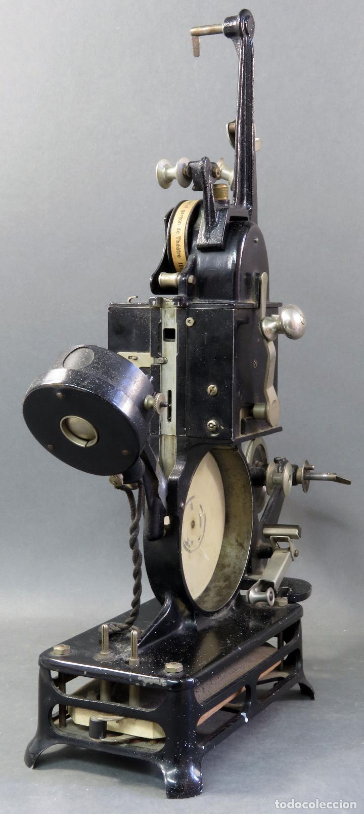 Antigüedades: Proyector Pathé Baby 9,5 mm con una película hacia 1920 - Foto 6 - 128980255