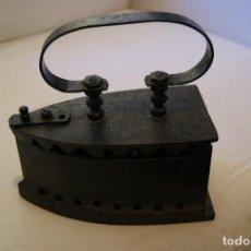 Antigüedades: PLANCHA DE BRASA ANTIGUA, DE HIERRO FUNDIDO. Lote 128990579