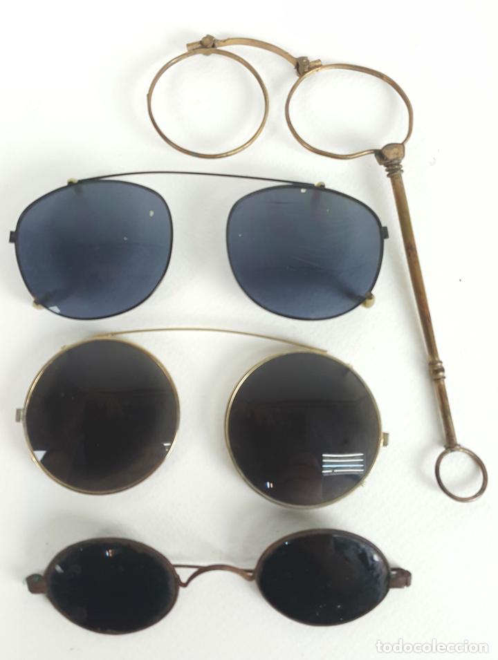 CONJUNTO DE 4 GAFAS. MONTURAS PARA SUPERPONER. IMPERTINENTES Y GAFAS. SIGLO XX. (Antigüedades - Técnicas - Instrumentos Ópticos - Gafas Antiguas)