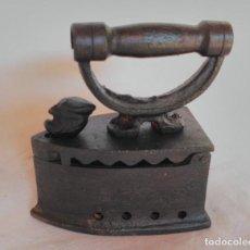 Antigüedades: ANTIGUA PLANCHA DE HIERRO PARA CARBÓN.. Lote 129211375