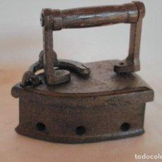 Antigüedades: ANTIGUA PLANCHA DE HIERRO PARA CARBÓN.. Lote 129211471