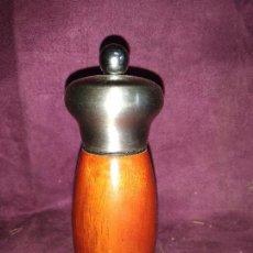 Antigüedades: ANTIGUO MOLINILLO DE PIMIENTA, DE MADERA Y METAL, 14 CMS. Lote 129253555