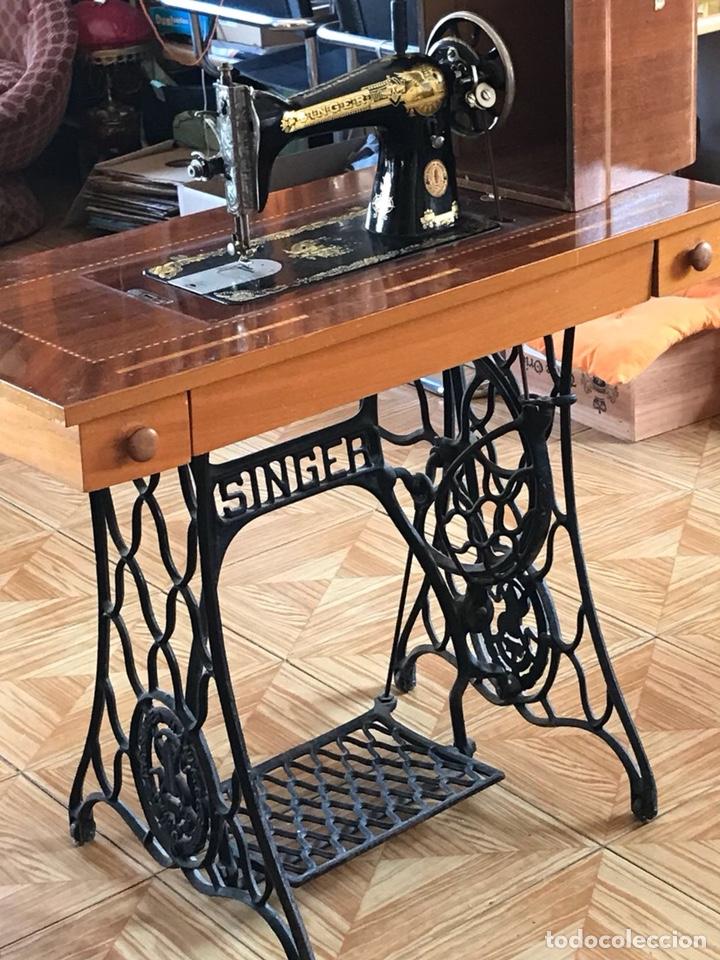Antigüedades: Máquina de coser Singer de principios del siglo XX - Foto 2 - 129295218