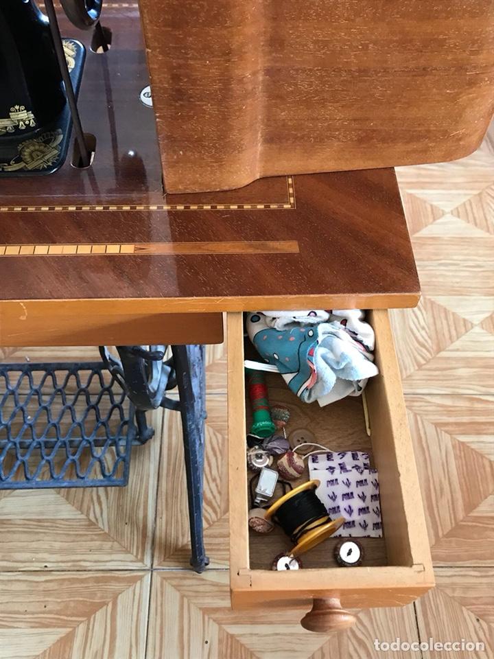 Antigüedades: Máquina de coser Singer de principios del siglo XX - Foto 5 - 129295218