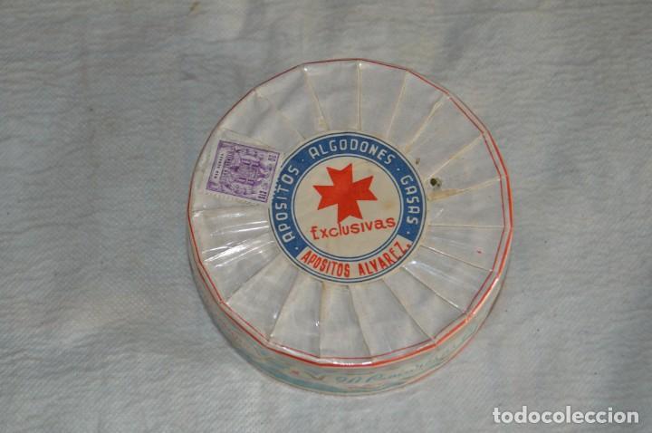 Antigüedades: VINTAGE - PAQUETE PRECINTADO - 20 COMPRESAS GASAS - APÓSITOS ÁLVAREZ - ENV24H - Foto 2 - 130040835