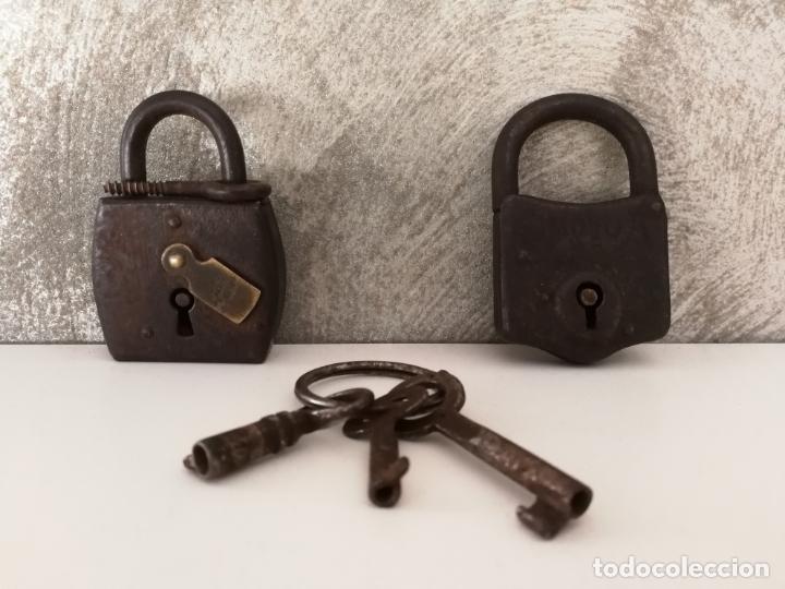 PAREJA ANTIGUOS CANDADOS OMEGA Y EMR PARIS (Antigüedades - Técnicas - Cerrajería y Forja - Candados Antiguos)