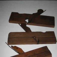 Antigüedades: LOTE DE 3 CEPILLOS DE CARPINTERO ANTIGUOS. Lote 130090179