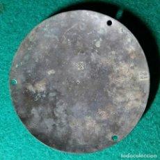 Antigüedades: ANTIGUO PLATO PARA BALANZA MONETARIA DE PONDERALES CONTRAMARCA ESCUDO DE BARCELONA Y AFINADOR ROIG. Lote 130136183