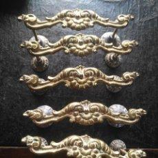 Antigüedades: 6 ANTIGUOS TIRADORES DE BRONCE METAL GRANDES VER FOTOS. Lote 130149123
