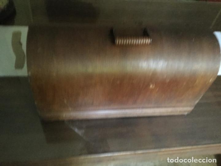 Antigüedades: Tapa de madera de máquina de coser singer - Foto 3 - 287570698