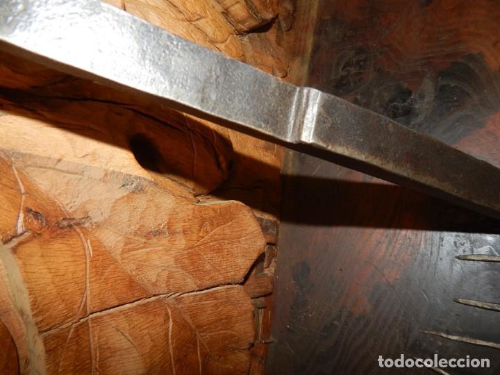 Antigüedades: tranca de portón forja del xviii - Foto 4 - 130215019
