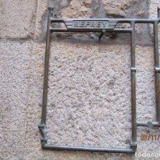 Antigüedades: RARA PIEZA MAQUINAS COSER REFREY VIGO - POSIBLE PRUEBA EN BRONCE DE ARCO CENTRAL PIES DE HIERRO + IN. Lote 130345366
