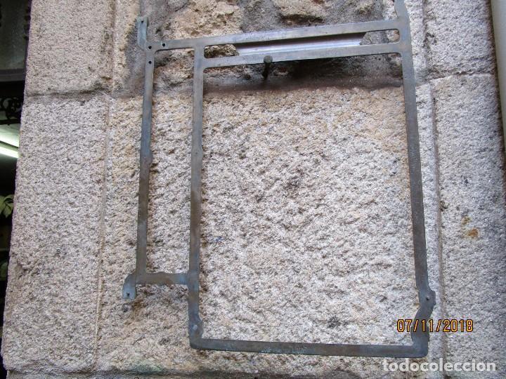 Antigüedades: RARA PIEZA MAQUINAS COSER REFREY VIGO - POSIBLE PRUEBA EN BRONCE DE ARCO CENTRAL PIES DE HIERRO + IN - Foto 2 - 130345366