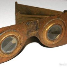 Antigüedades: VISOR ESTEREOSCOPICO EN BRONCE BREVETES PARIS AÑO 1900. Lote 130361778