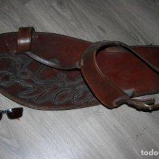 Antigüedades: SANDALIA GIGANTE. ARTESANAL EN CUERO COSIDO, SE LEE LES CORICES. MIDE 80 X 34 CMS. FOTOS. Lote 130531850