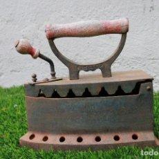Antigüedades: PLANCHA ANTIGUA DE CARBÓN. Lote 130608474