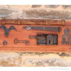 Antigüedades: ANTIGUA COMPOSICIÓN DE PIEZAS DE FORJA. Lote 130616354