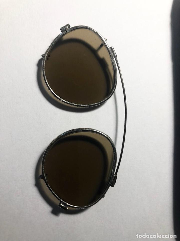 Antigüedades: Antiguas gafas de sol para aplicar sobre otras gafas graduadas. Con su estuche. - Foto 9 - 130668324