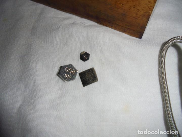 Antigüedades: ANTIGUO JUEGO DE MEDIDAS DE PESO DESDE 200 GRA A DECIMALES MADERA Y BRONCE - Foto 3 - 130797972