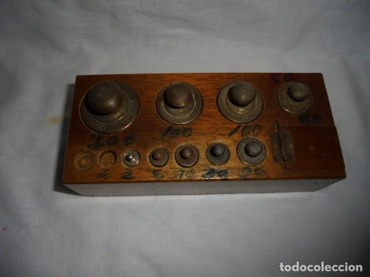 Antigüedades: ANTIGUO JUEGO DE MEDIDAS DE PESO DESDE 200 GRA A DECIMALES MADERA Y BRONCE - Foto 5 - 130797972