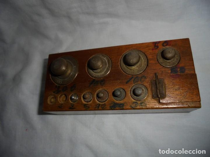 Antigüedades: ANTIGUO JUEGO DE MEDIDAS DE PESO DESDE 200 GRA A DECIMALES MADERA Y BRONCE - Foto 7 - 130797972