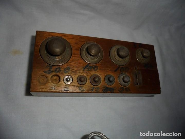 Antigüedades: ANTIGUO JUEGO DE MEDIDAS DE PESO DESDE 200 GRA A DECIMALES MADERA Y BRONCE - Foto 8 - 130797972