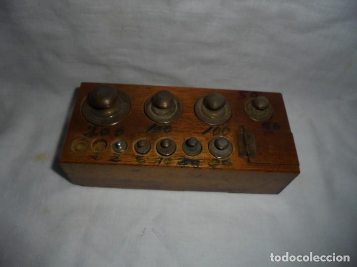 Antigüedades: ANTIGUO JUEGO DE MEDIDAS DE PESO DESDE 200 GRA A DECIMALES MADERA Y BRONCE - Foto 15 - 130797972