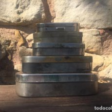 Antigüedades: 3 JERINGAS JERINGUILLAS DE CRISTAL Y 5 CAJAS ESTERILIZADORAS. Lote 130823948