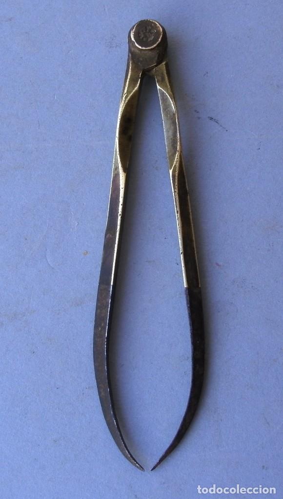 Antigüedades: compas de acero y laton para medidas exteriores (punta con oxido superficial, 10cm aprox) - Foto 2 - 130855876