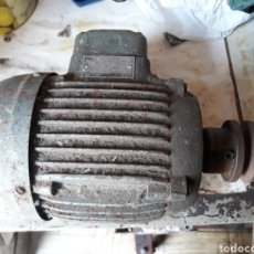 Antigüedades: MOTOR ELÉCTRICO AEG INDUSTRIAL 220-380. Lote 130895427