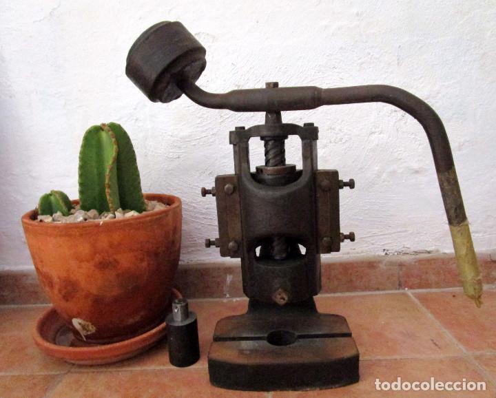 Antigüedades: ENORME PRENSA EN HIERRO FUNCIONANDO SUPER DECORATIVA DECORACION INDUSTRIAL O USO - Foto 2 - 130925032