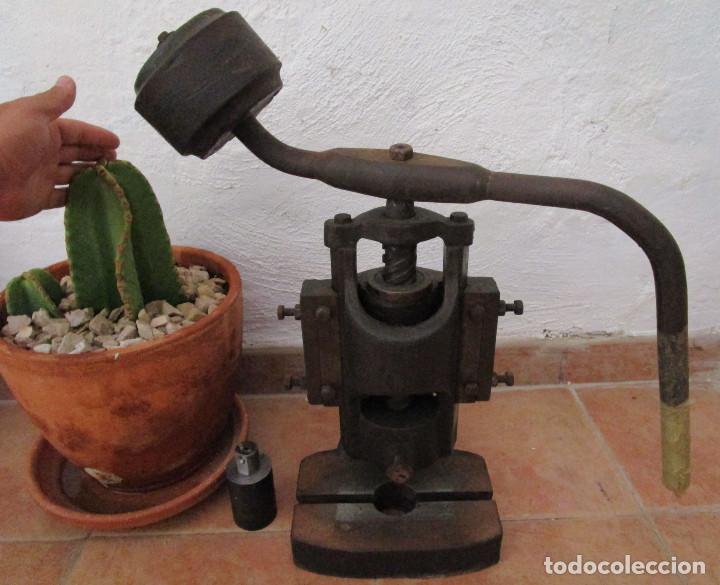Antigüedades: ENORME PRENSA EN HIERRO FUNCIONANDO SUPER DECORATIVA DECORACION INDUSTRIAL O USO - Foto 3 - 130925032