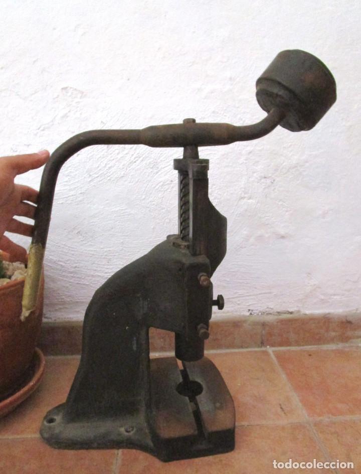 Antigüedades: ENORME PRENSA EN HIERRO FUNCIONANDO SUPER DECORATIVA DECORACION INDUSTRIAL O USO - Foto 4 - 130925032