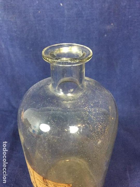 Antigüedades: FRASCO FARMACIA BOTE VIDRIO ETIQUETA ALCOHOL 95 GARCIA RODRIGUEZ MADRID PPIO S XX 21X10,5CMS - Foto 4 - 131057852