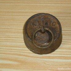 Antigüedades: ANTIGUA PESA DE HIERRO DE 2 KG.. Lote 131071632