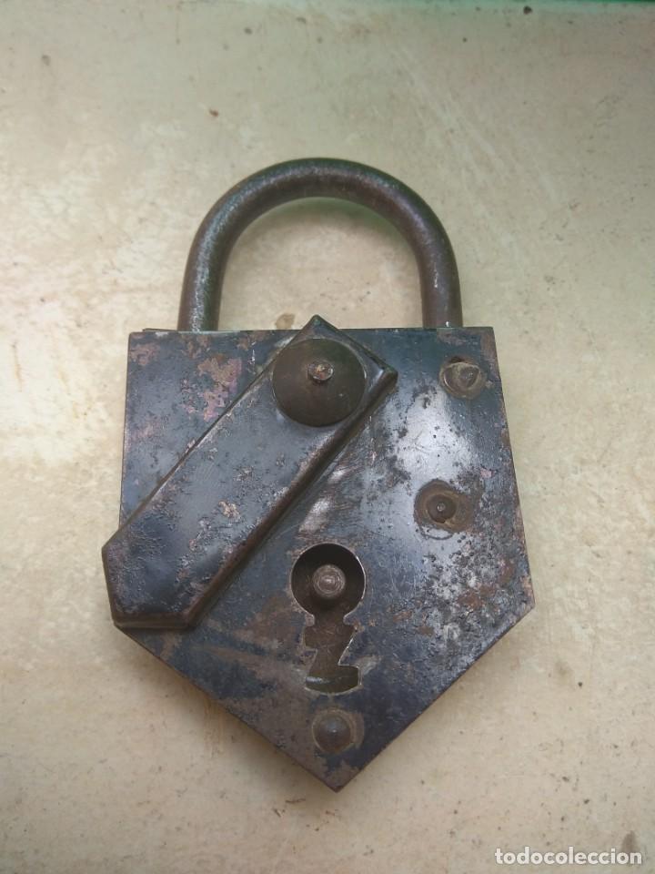 Antigüedades: Antiguo Candado Metálico - Foto 2 - 131113588