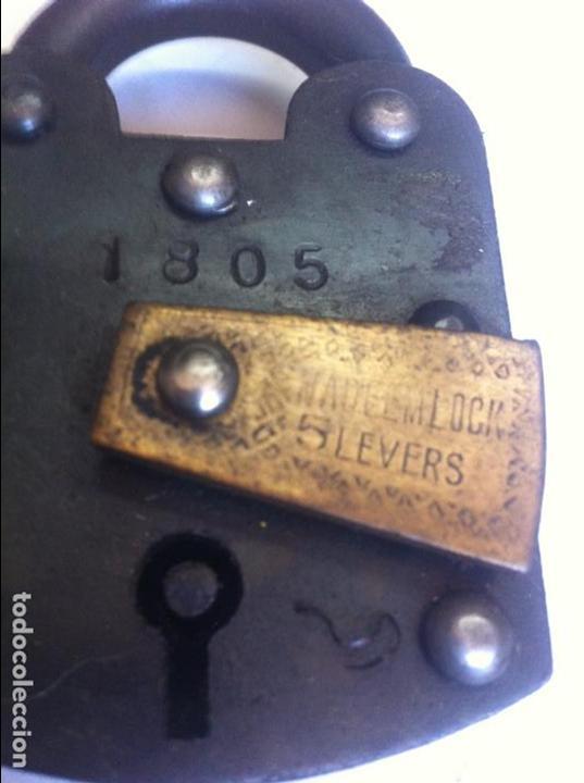 Antigüedades: bonito y fuerte candado de hierro y bronce con su llave (5) - Foto 2 - 131240167