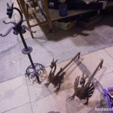 Antigüedades: GRAN CONJUNTO MODERNISTA HIERRO FORJADO CABEZA DRAGON MORRILLOS PARA FUEGO. Lote 131293031