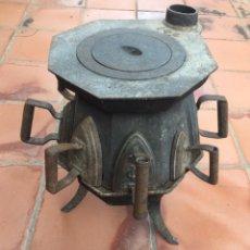 Antigüedades: CONJUNTO DE CALIENTA PLANCHAS ANTIGUO DE HIERRO FUNDIDO CON 8 PLANCHAS A JUEGO. Lote 131381806